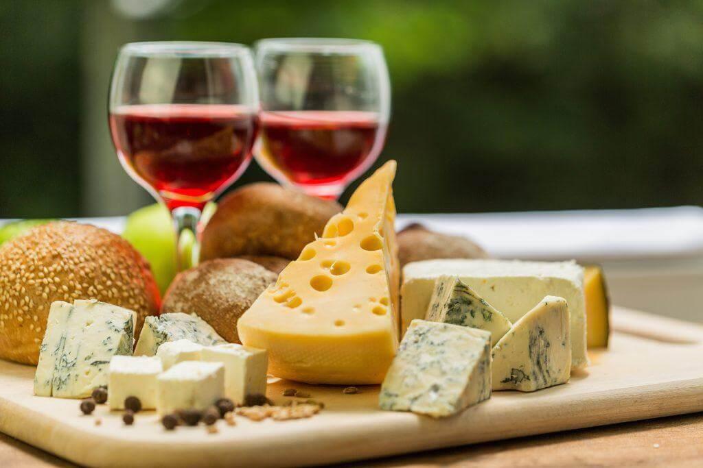 Aprende a combinar quesos y vinos