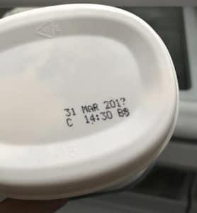 Mirar la fecha de vencimiento de los quesos y de cualquier alimento
